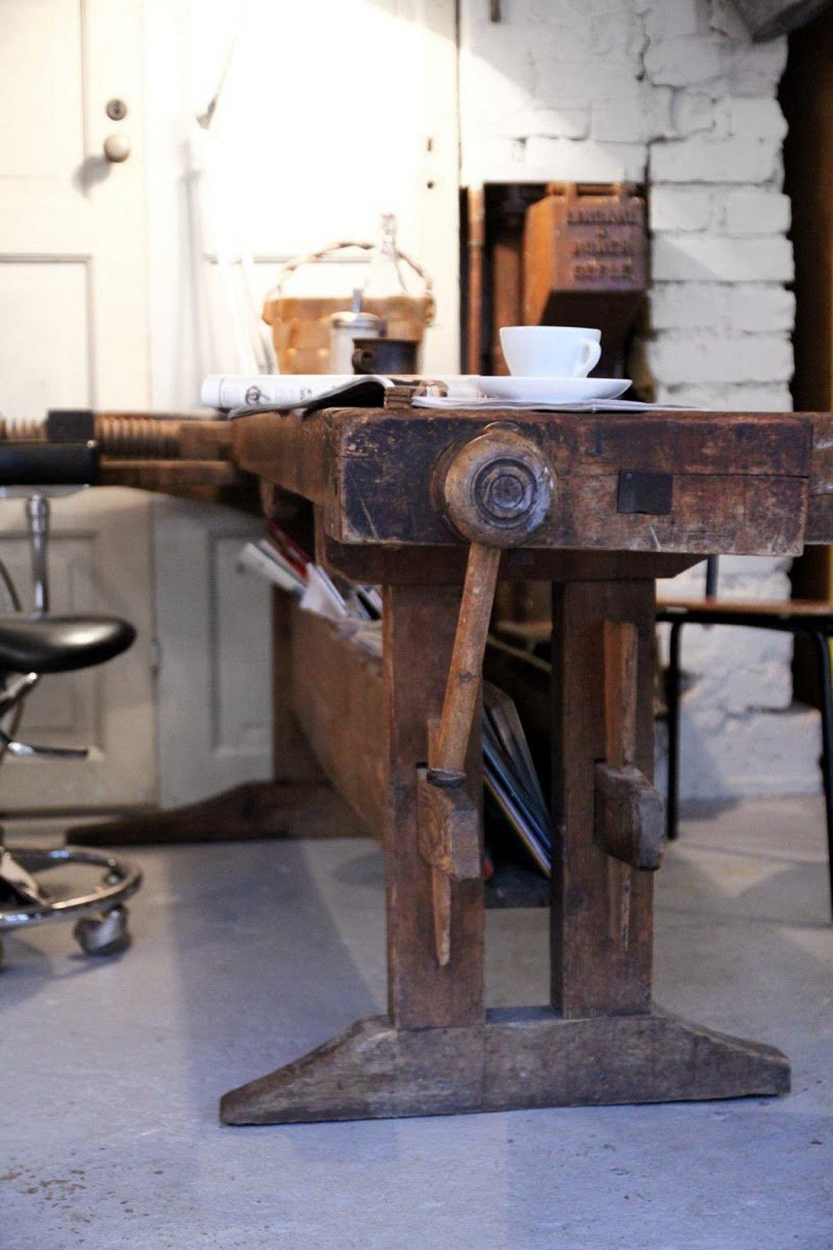 индустриальный стиль в интерьере квартиры стол в виде станка