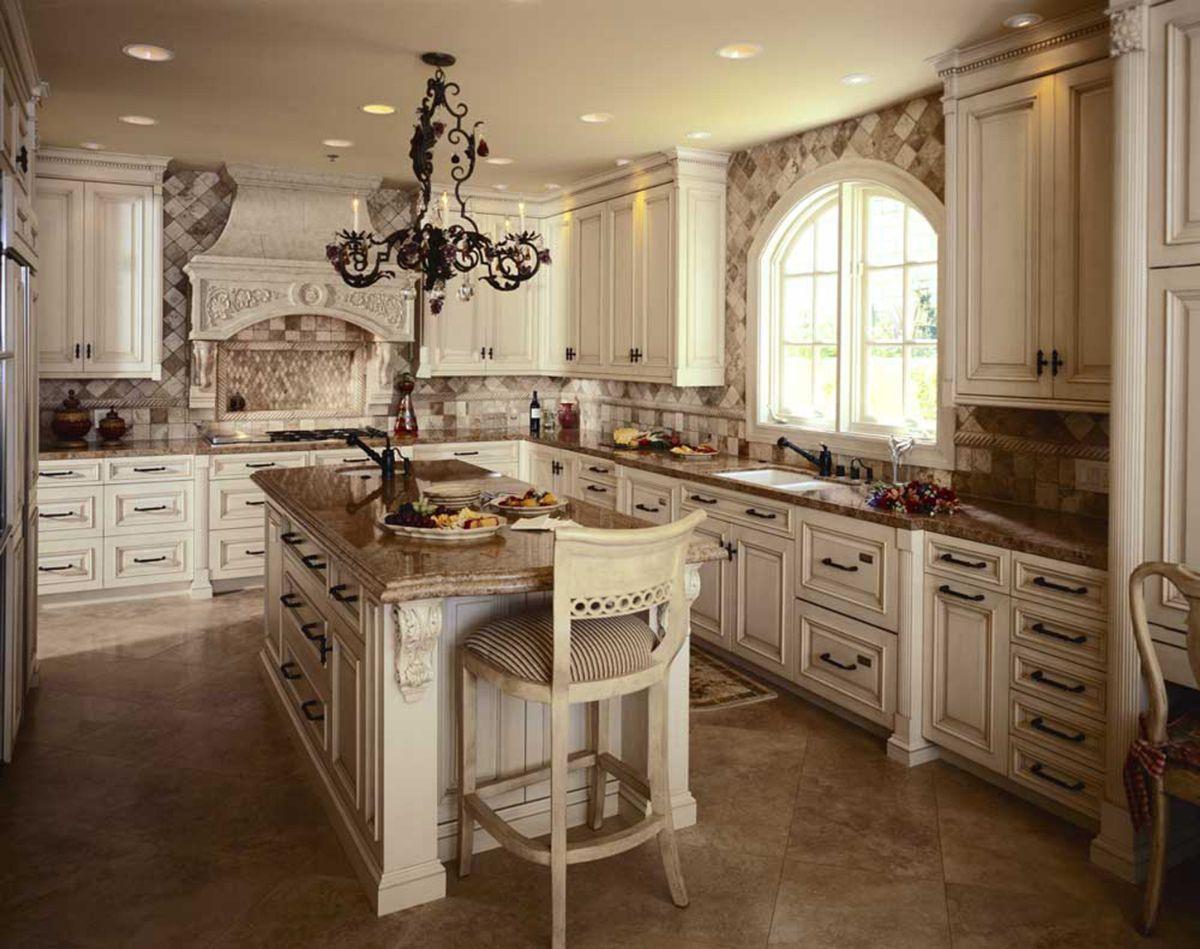 кухня в итальянском стиле винтажная люстра