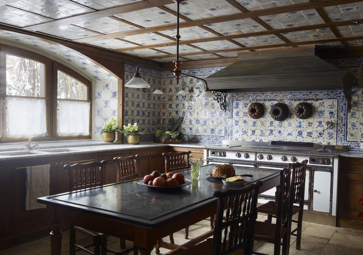 кухня в итальянском стиле арочное окно