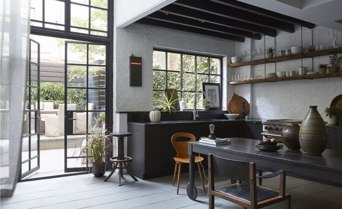 кухня в итальянском стиле чёрный цвет в минималистическом дизайне