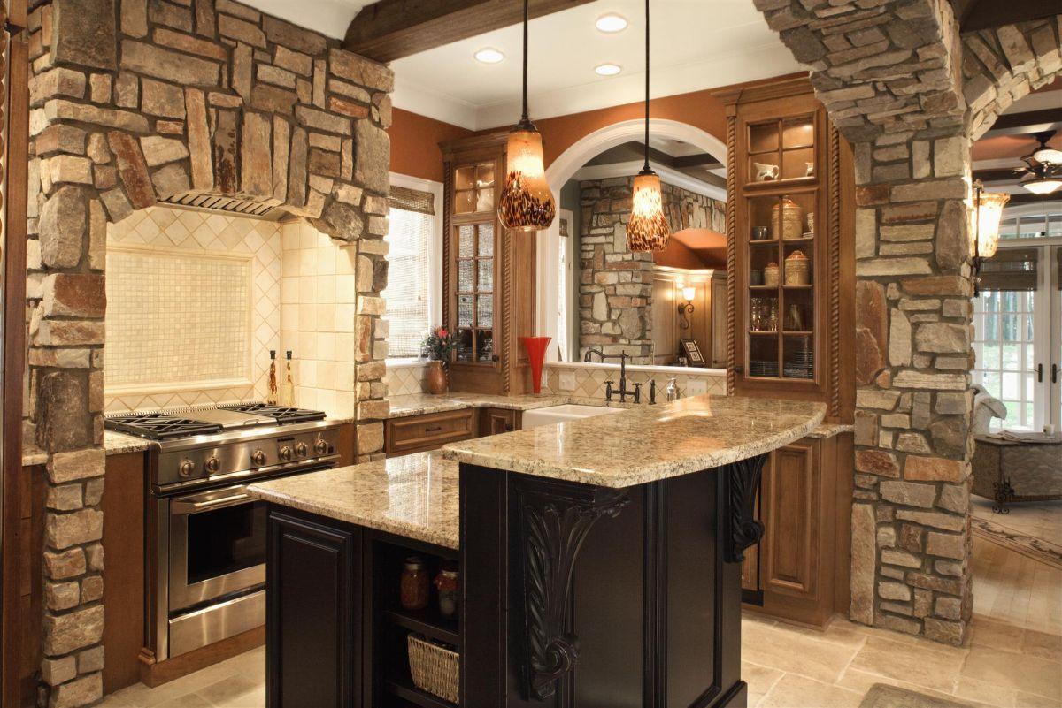 кухня в итальянском стиле декорирование камнем