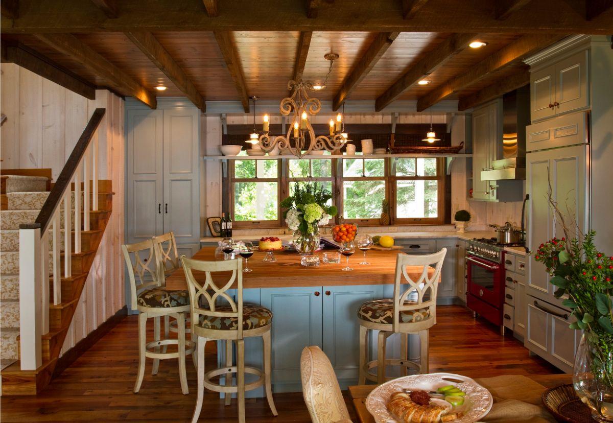 кухня в итальянском стиле деревянный потолок
