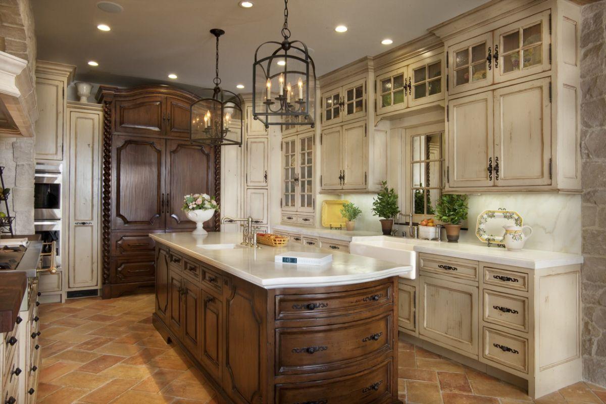 кухня в итальянском стиле дорогой гарнитур