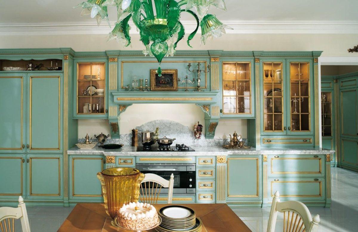 кухня в итальянском стиле оливкового цвета с золотыми акцентами
