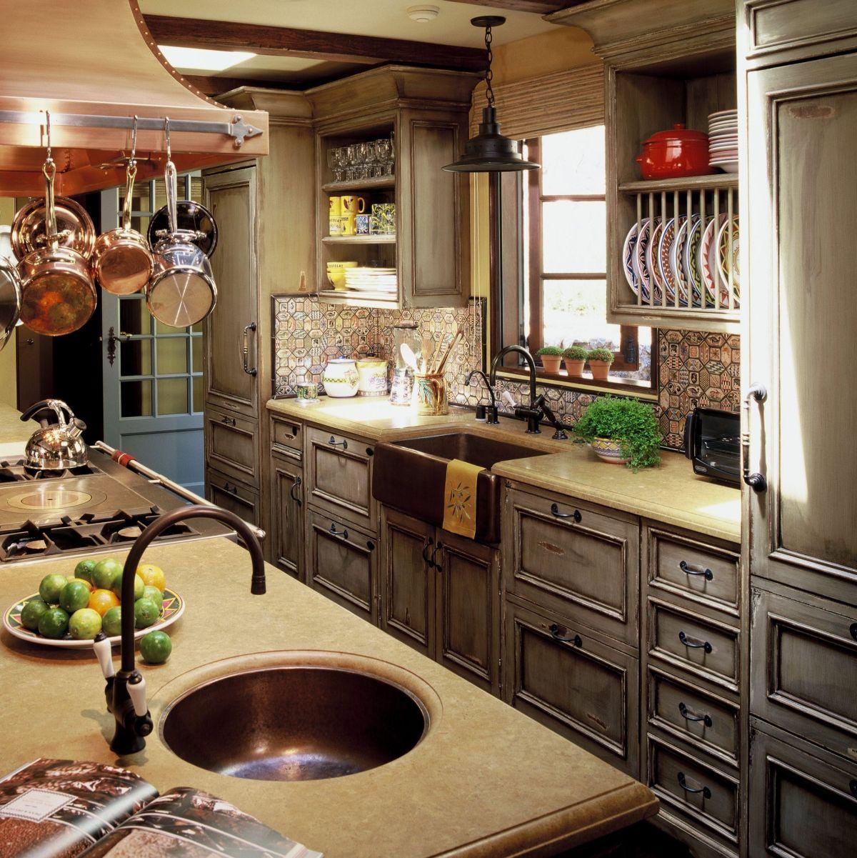 кухня в итальянском стиле серый цвет гарнитура