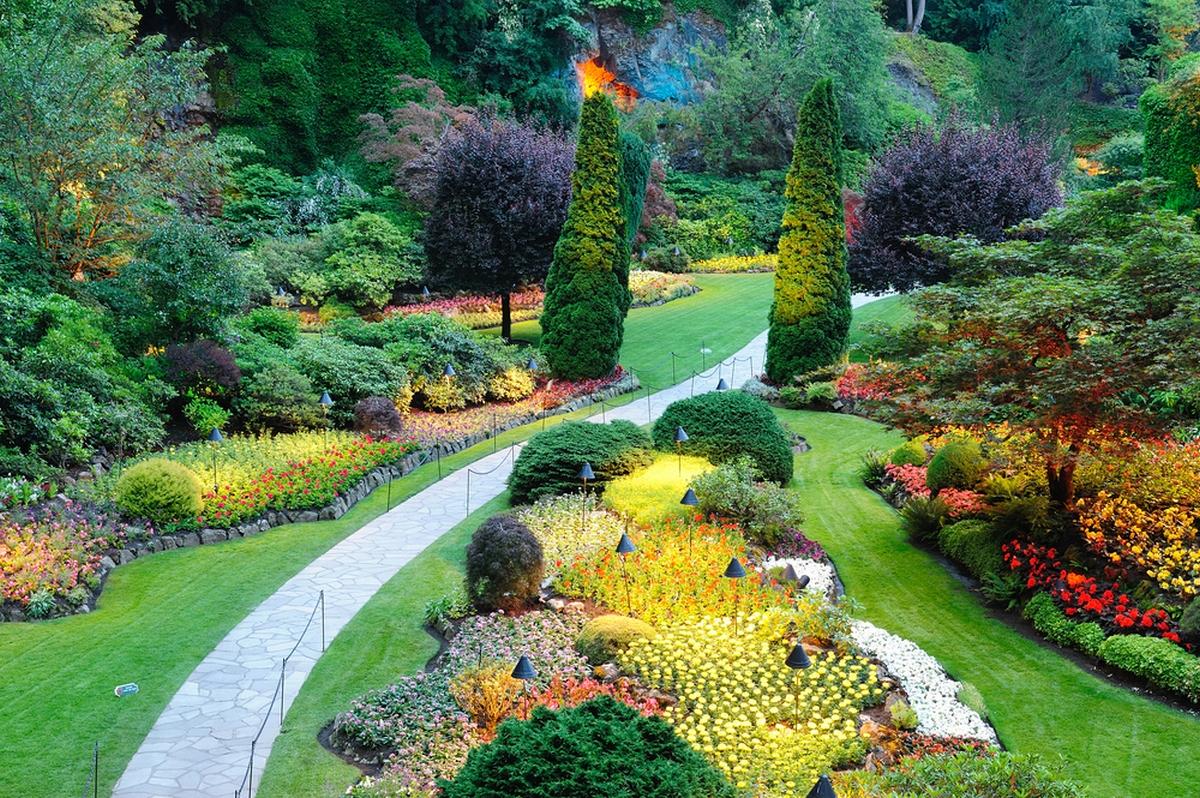 ландшафтный дизайн садового участка 10 соток вечернее освещение