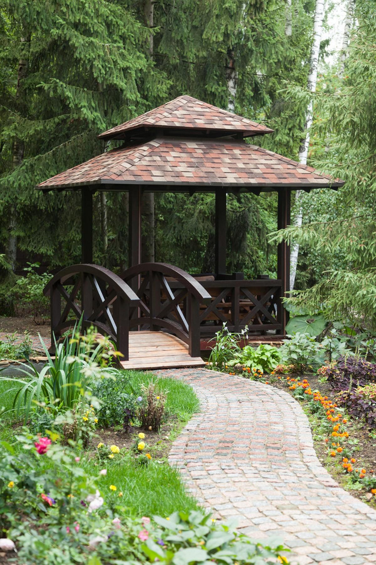 ландшафтный дизайн садового участка мостик и беседка