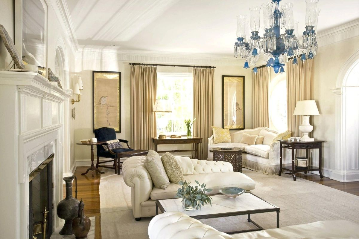роскошный интерьер в стиле модерн в молочном цвете