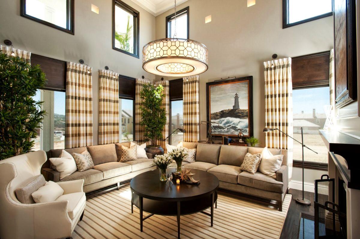 стильный интерьер гостиной в стиле модерн в помещении с высокими потолками