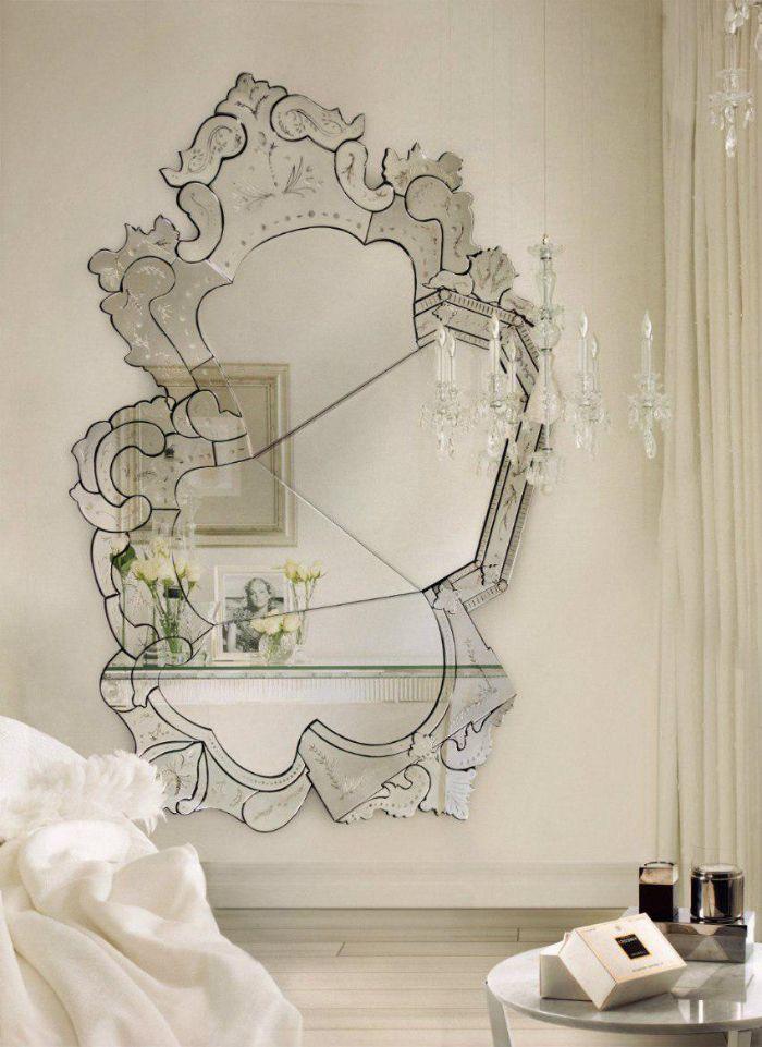 41. зеркало без рамки в спальне
