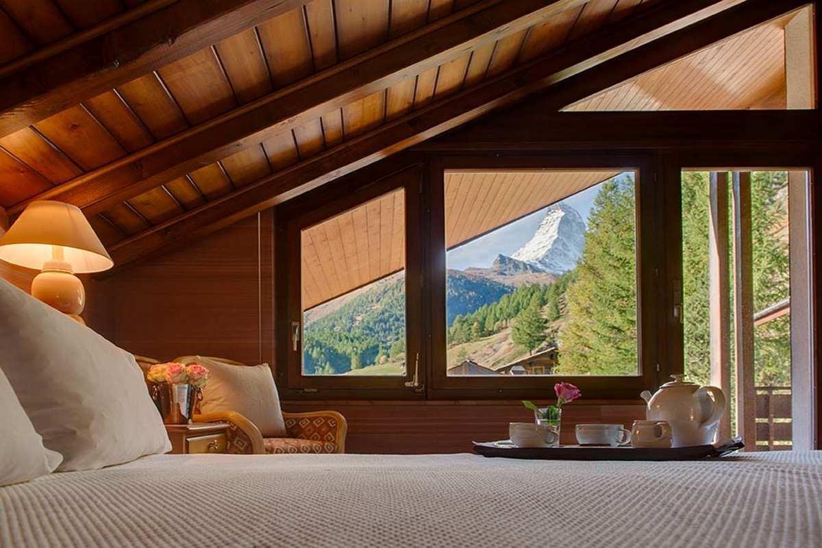 дизайн интерьера спальни в стиле шале с потрясающим видом фото