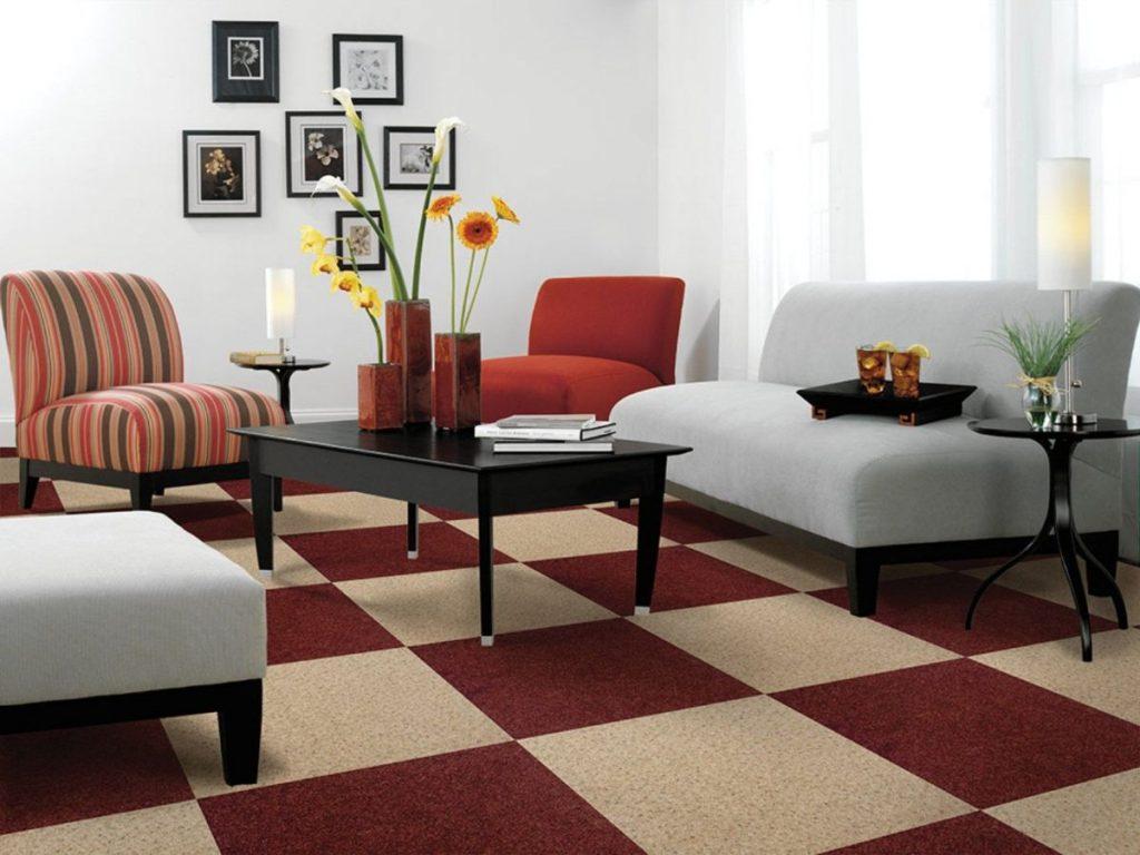 интерьер в ярких цветах дизайн с геометрическими принтами