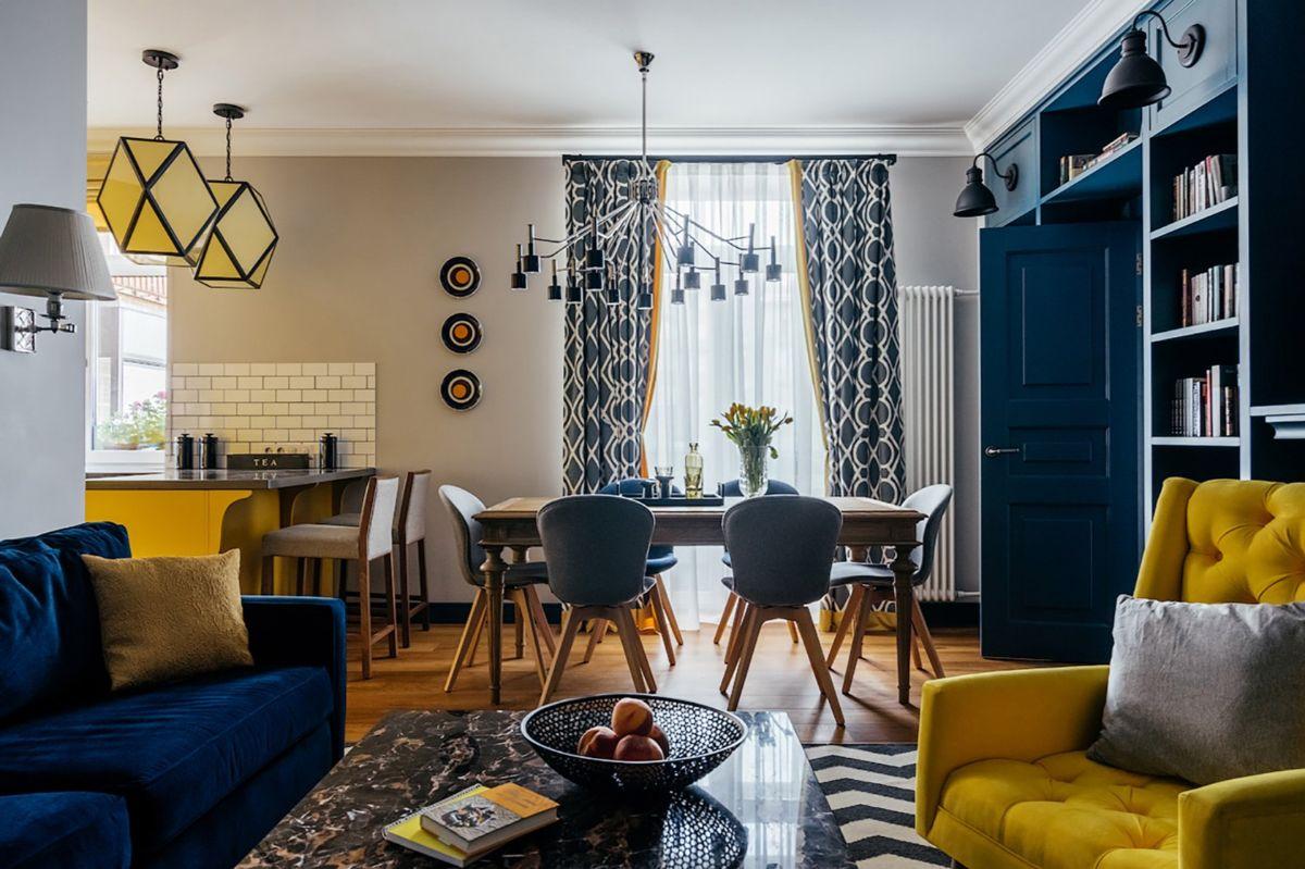 интерьер в ярких цветах дизайн с синими и жёлтыми цветовыми акцентами