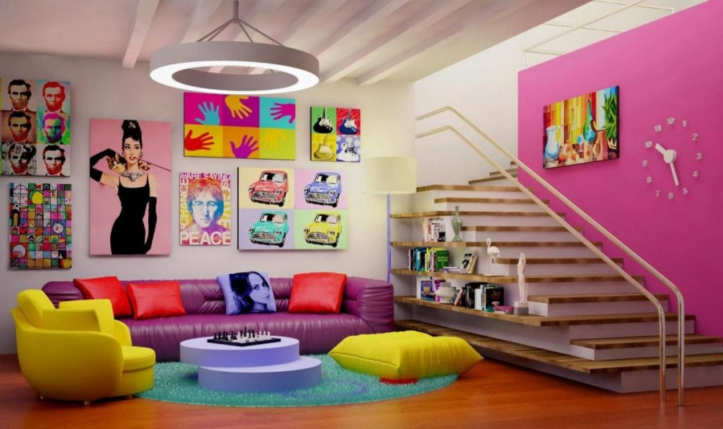 интерьер в ярких цветах с сиреневым диваном