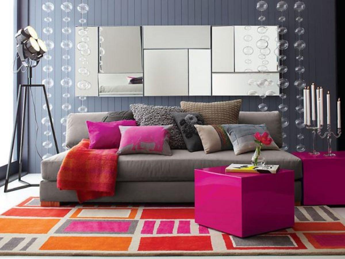 интерьер в ярких цветах дизайн с цветным ковром