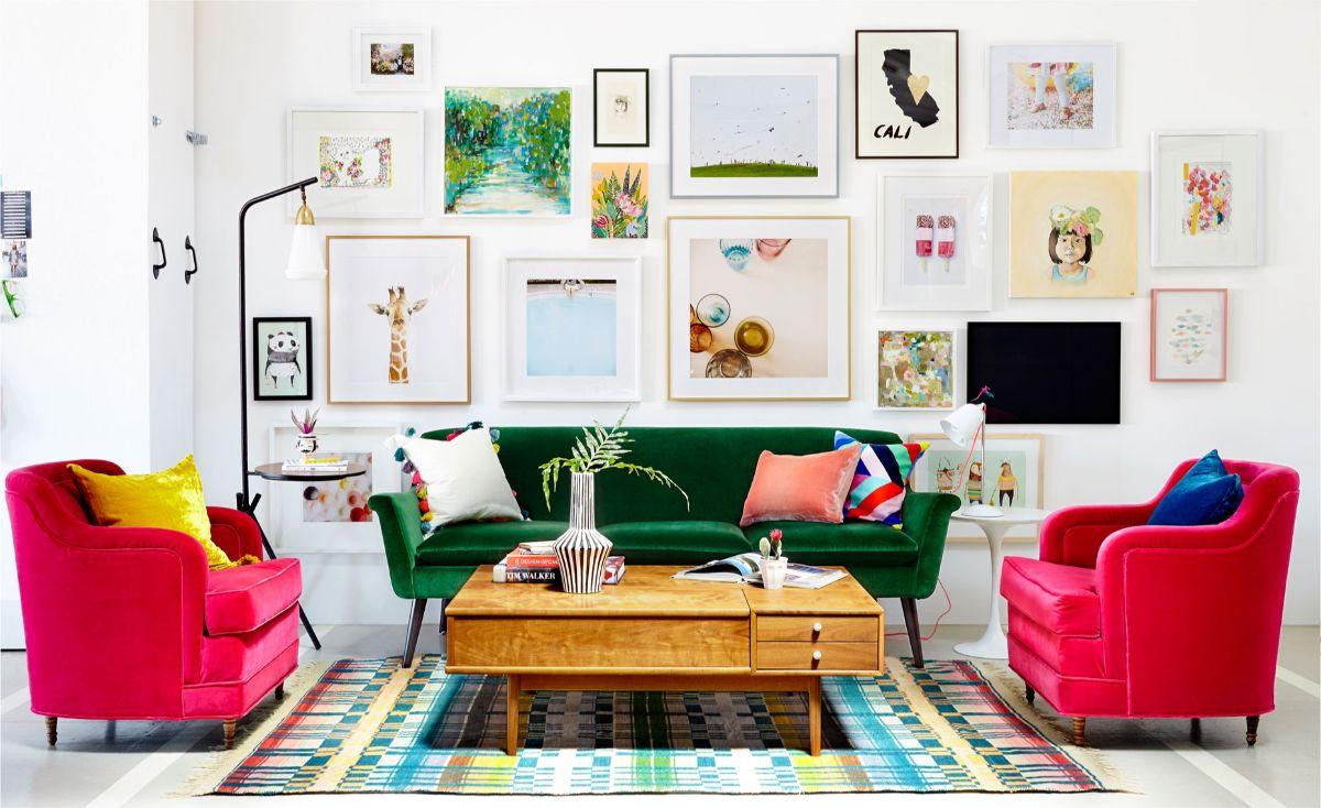 интерьер в ярких цветах эффектный дизайн гостиной
