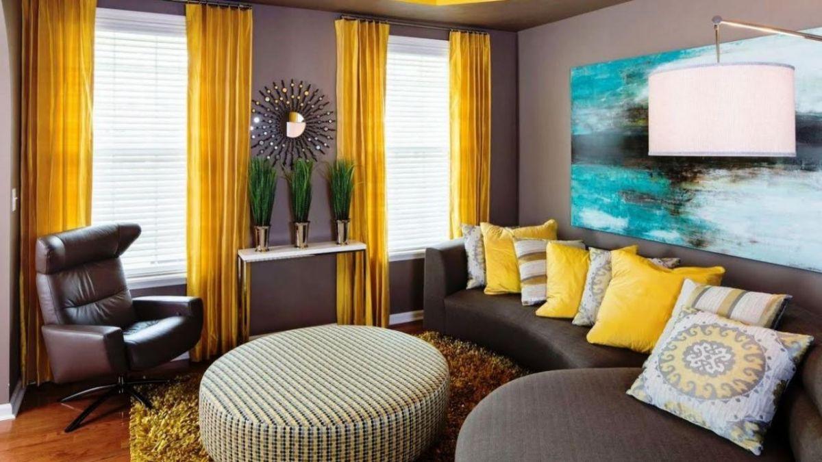 интерьер в ярких цветах гостиная с жёлтыми шторами