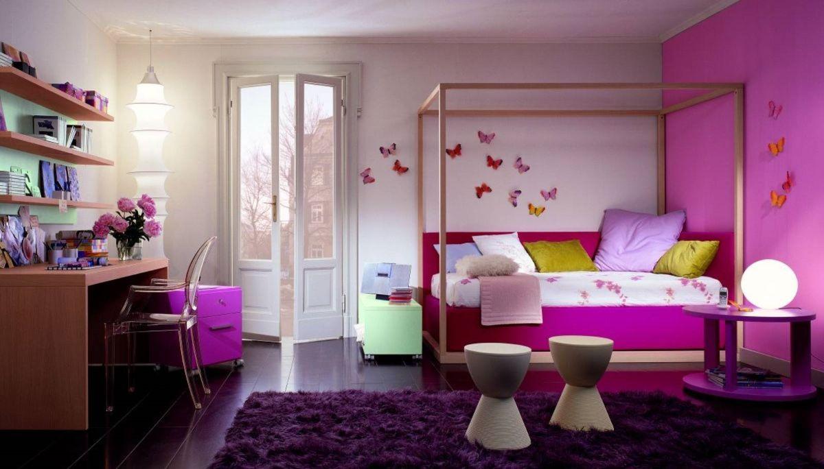 интерьер в ярких цветах лиловый в спальне