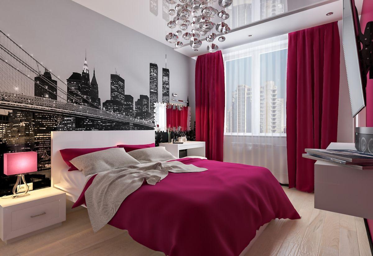 интерьер в ярких цветах спальня с лиловыми шторами