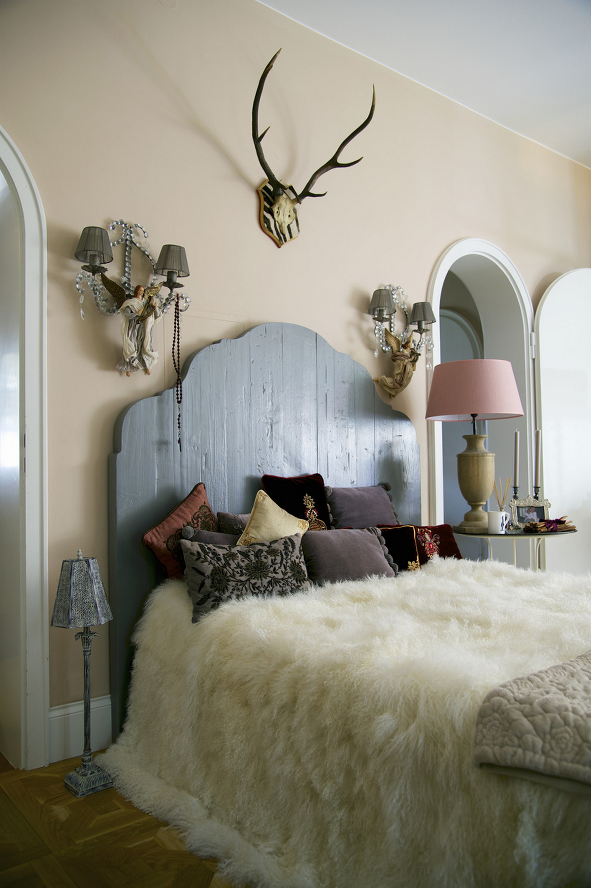 красивая спальня в стиле шале элементы дизайна