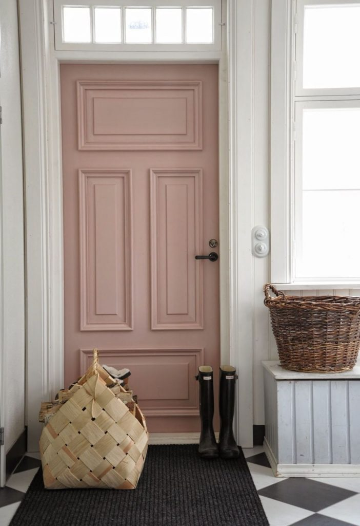 прихожая в скандинавском стиле дверь кремового цвета