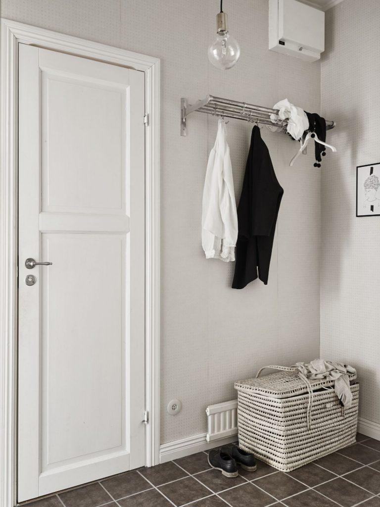серо-белый интерьер прихожей в скандинавском стиле