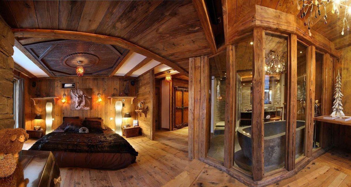 шикарная спальня спальня в стиле шале в доме