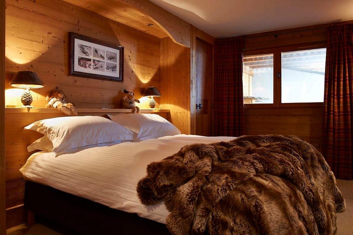 спальня в стиле шале в доме пример