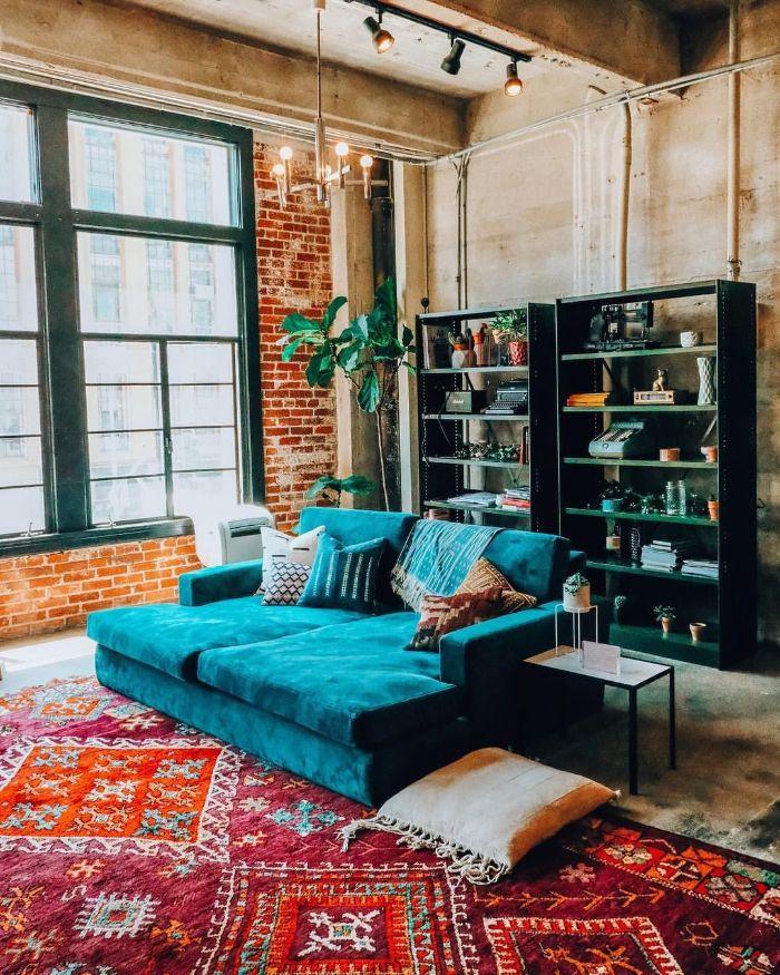 яркая мягкая мебель в зал