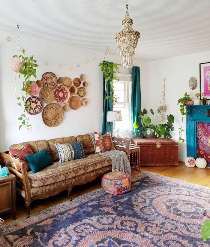 мягкая мебель в небольшом зале