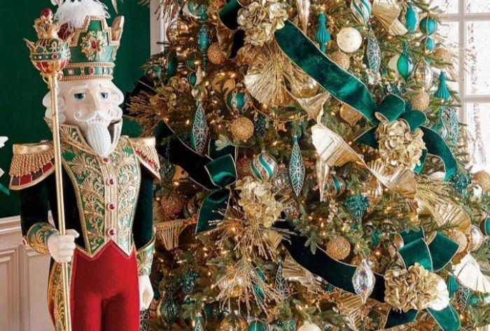 новогодний декор детской в стиле щелкунчик
