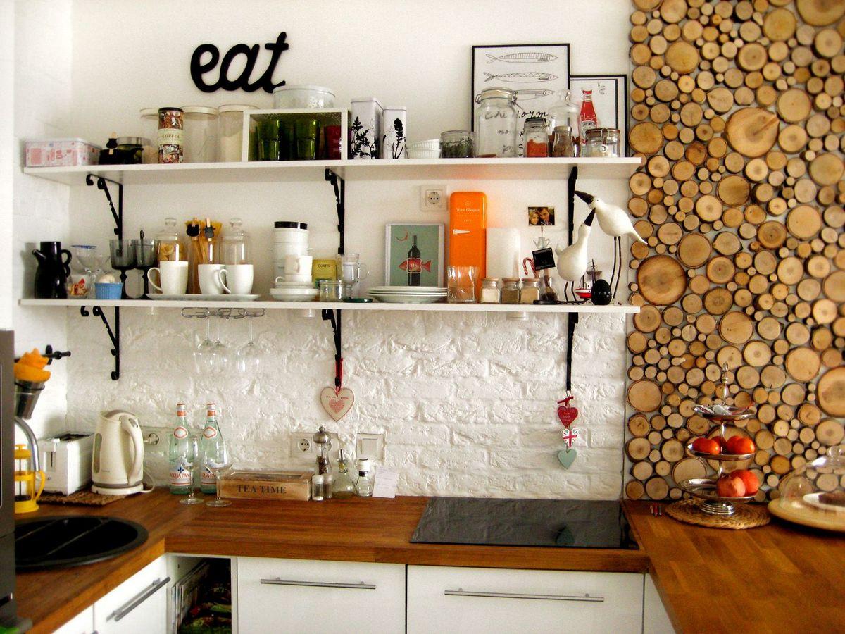 Декор стены на кухне дерево