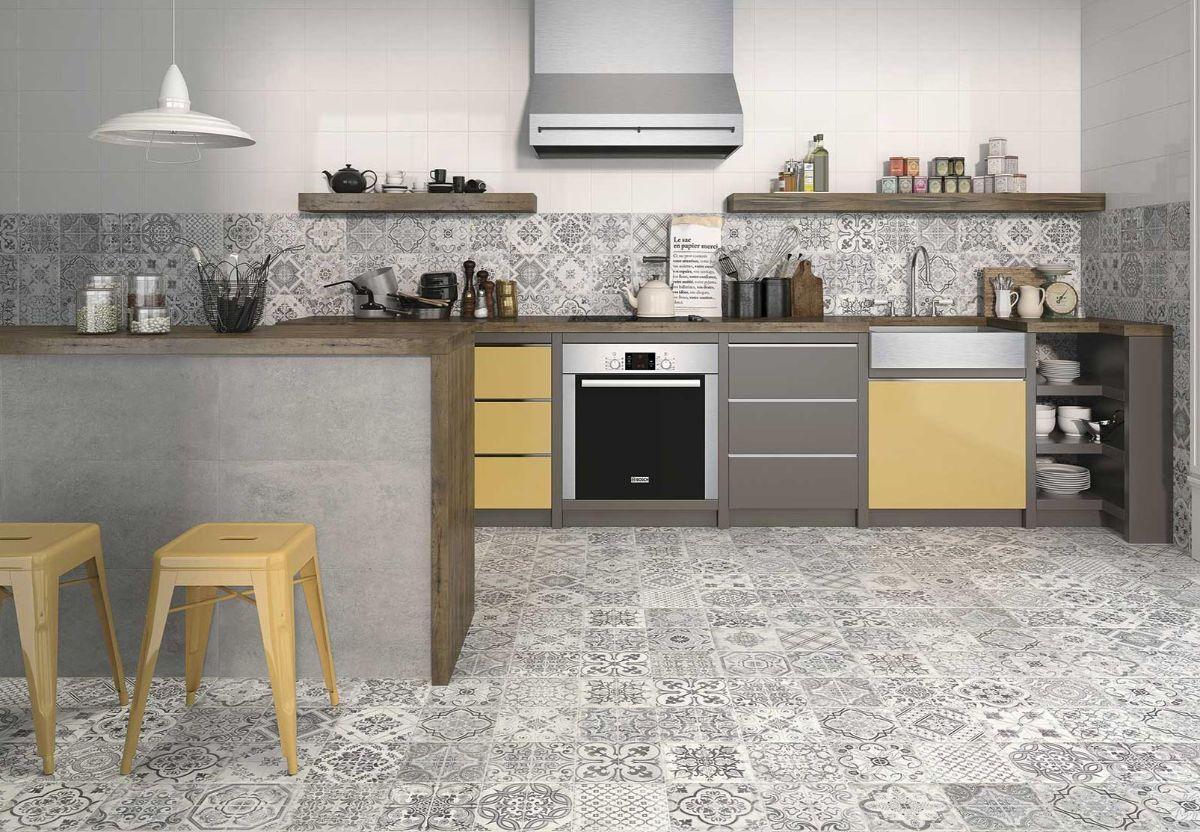 декор для кухни фартук и напольное покрытие в одном стиле