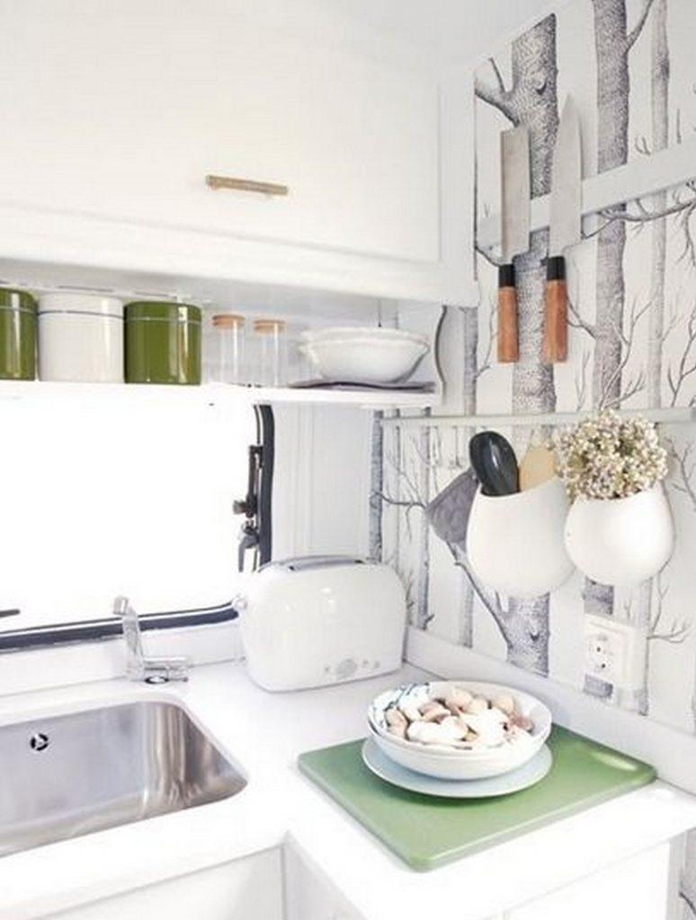 декор стены на кухне в обеденной зоне фото