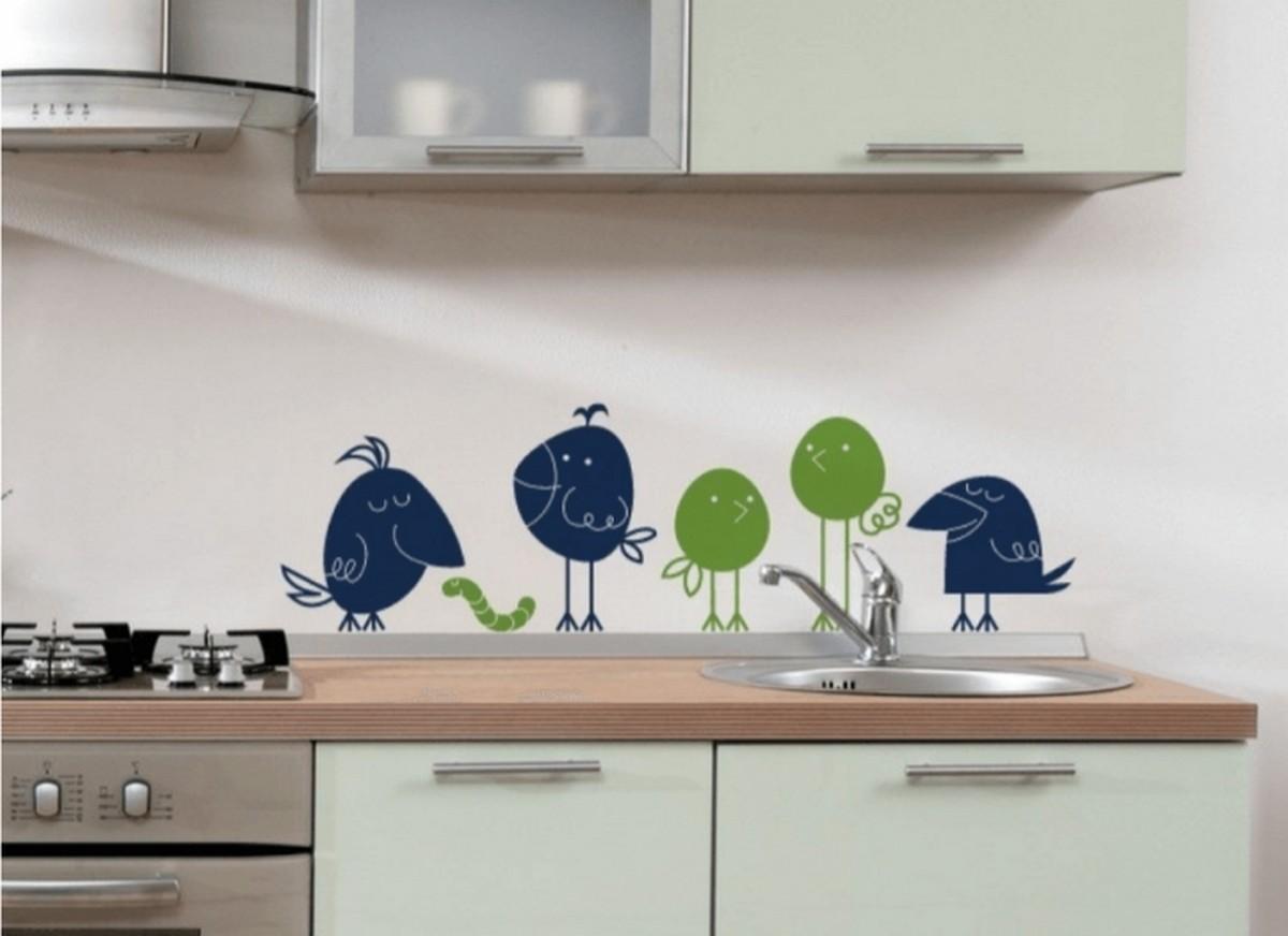 декор стены плиткой на кухне