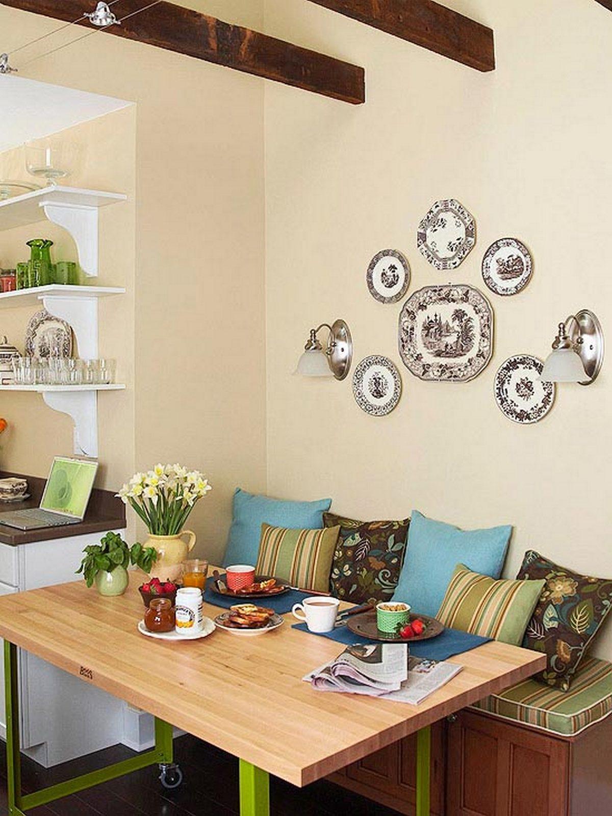 симметричная компоновка тарелок декор кухни