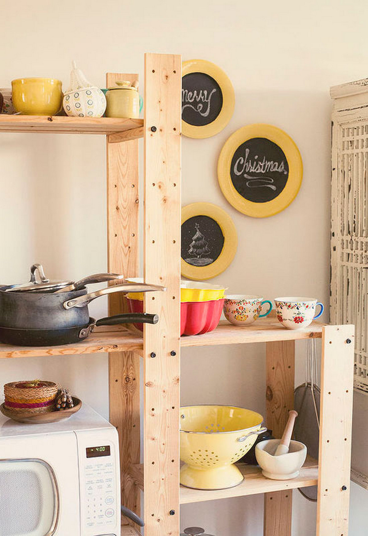 тарелки с грифельным дном в кухне