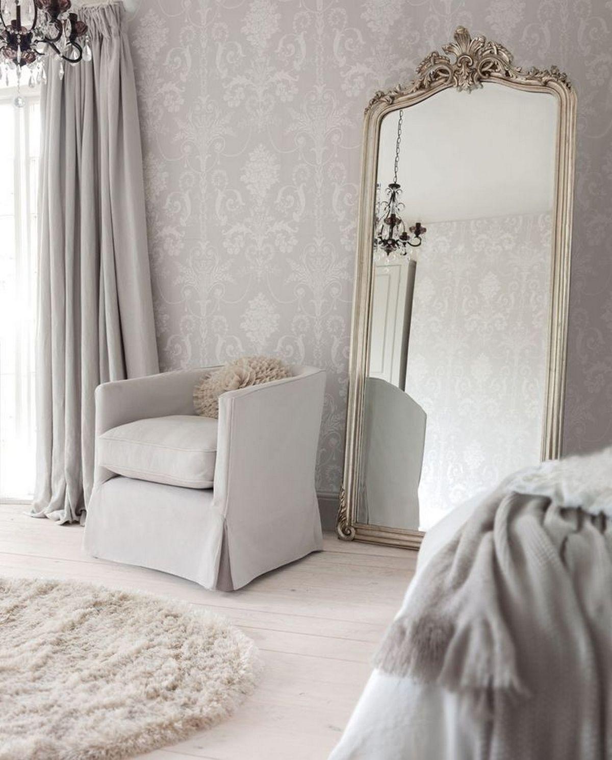 белое зеркало в интерьере спальни