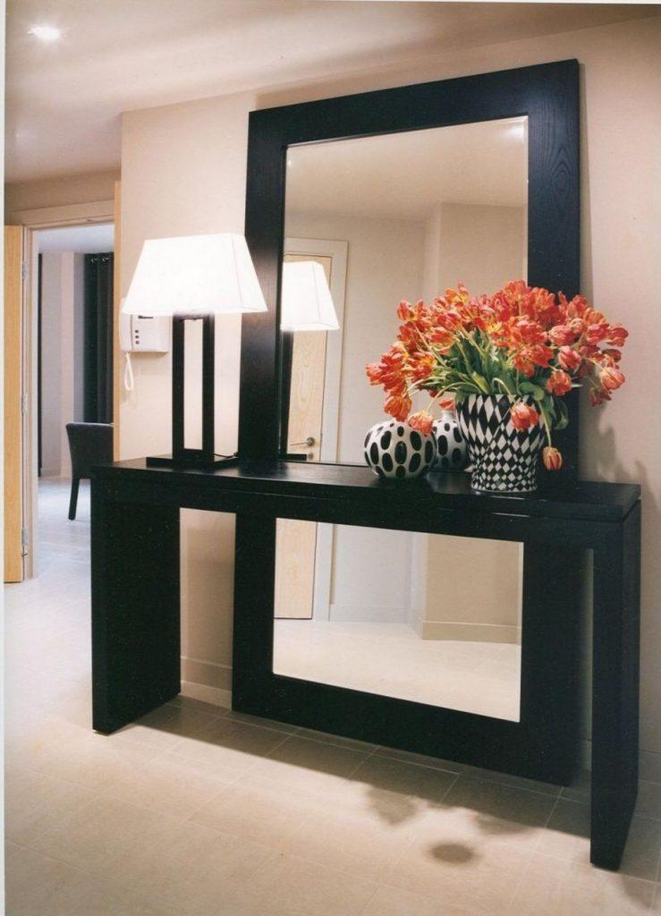 напольное зеркало в интерьере прихожей фото