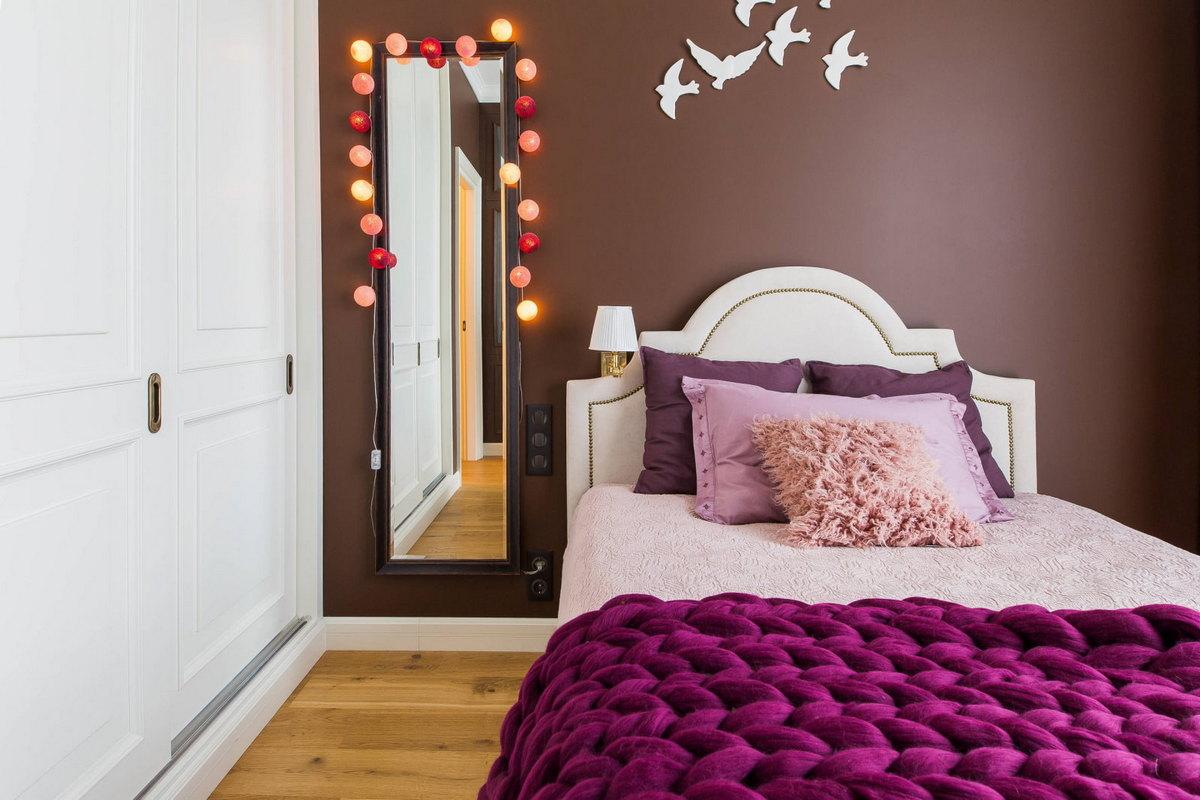 напольное зеркало в интерьере спальни