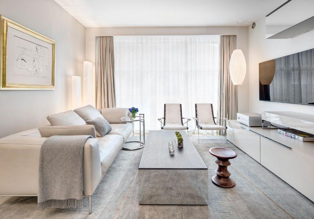 нюдовый интерьер гостиной элегантный дизайн