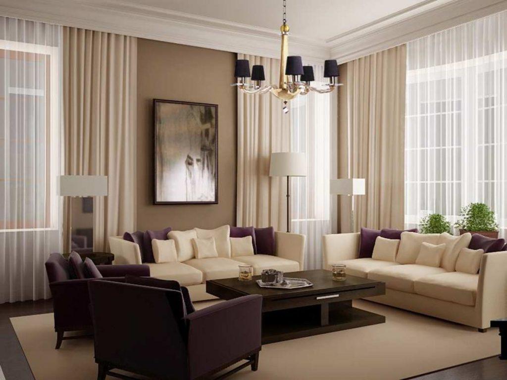 нюдовый интерьер гостиной с элементами бордо