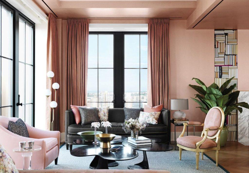 нюдовый интерьер гостиной в розово бежевом цвете