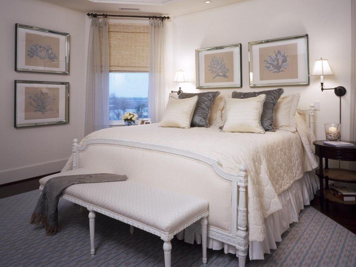 нюдовый интерьер небольшой спальни