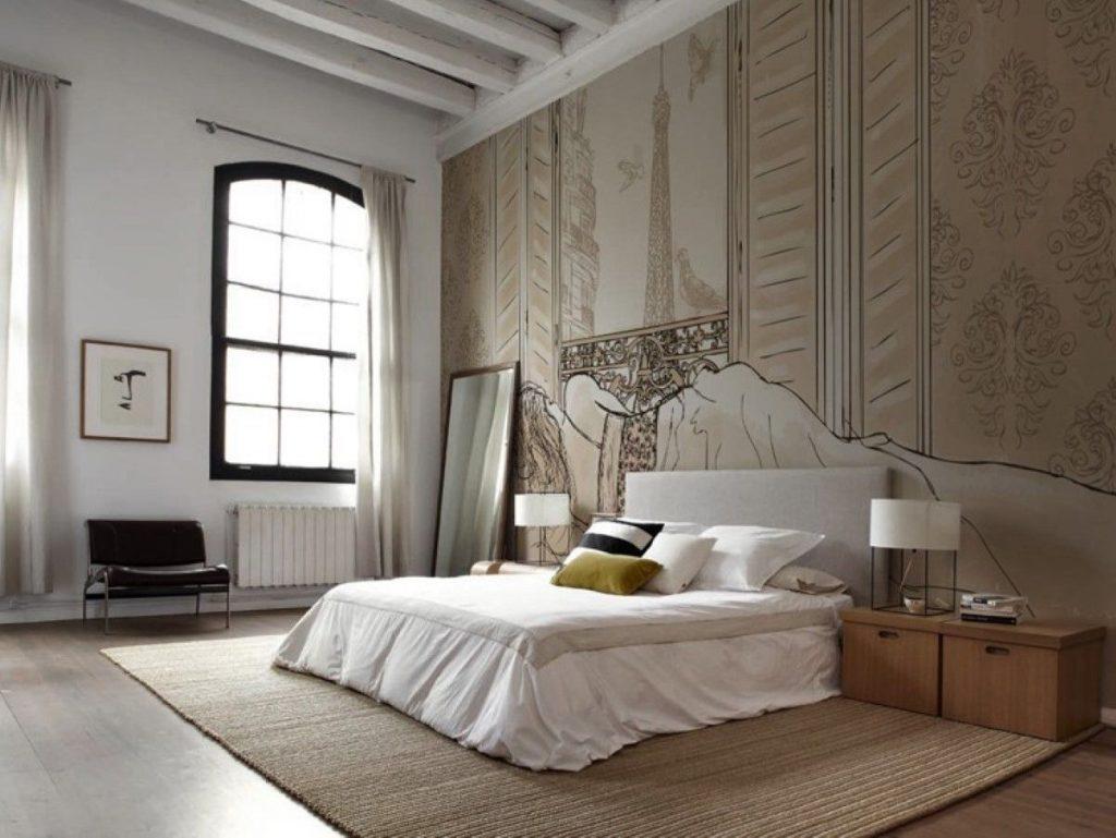 нюдовый интерьер спальни с высокими потолками