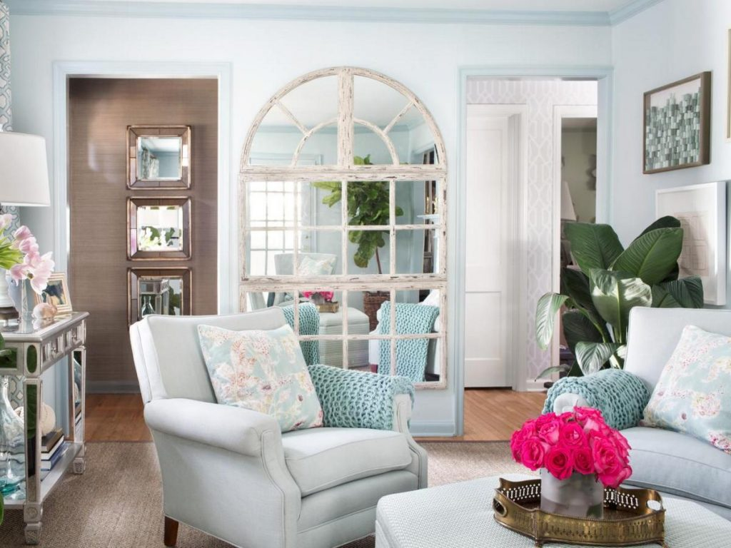 зеркала в интерьере гостиной на фото
