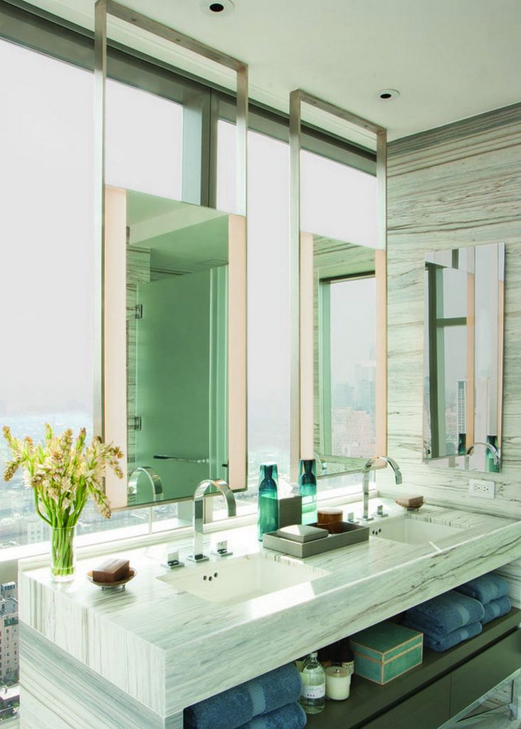 зеркало в интерьер ванной