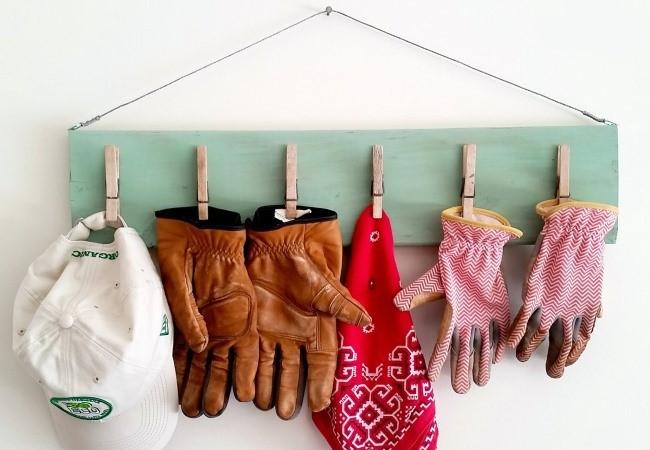 Полка для перчаток и аксессуаров из прищепок своими руками