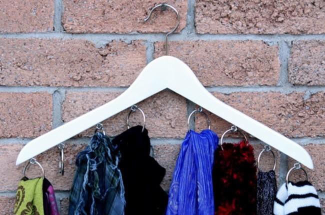 Как организовать хранение шарфов и платков в прихожей