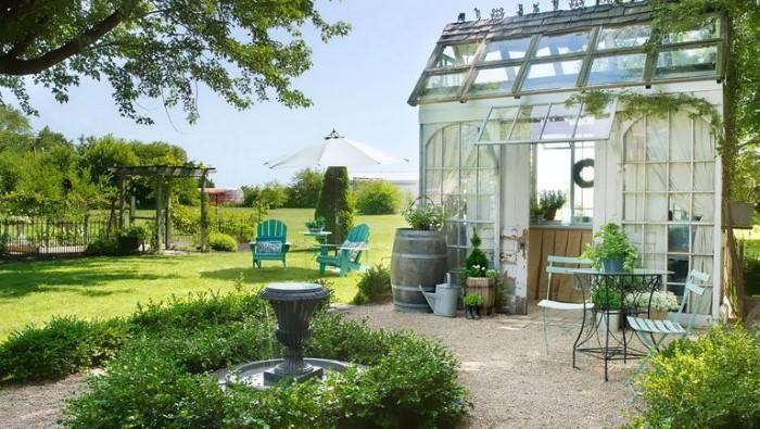 Как обустроить двор дома в деревне с зоной отдыха и теплицей